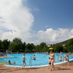 Blauer Himmel Schwimmbad