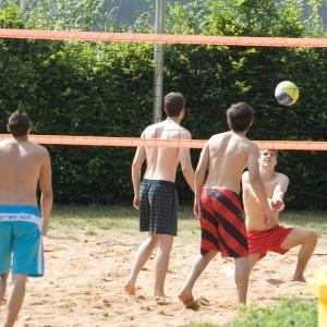Volleyballspieler Schwimmbad